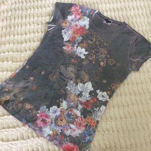 Yukiko t-shirt grey with floral theme